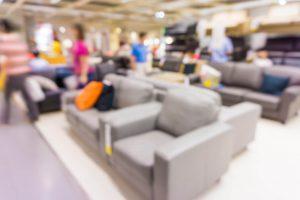 Køb på afbetaling - en møbelforretning